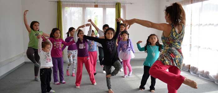 la danza ayuda de manera física y emocional a los niños